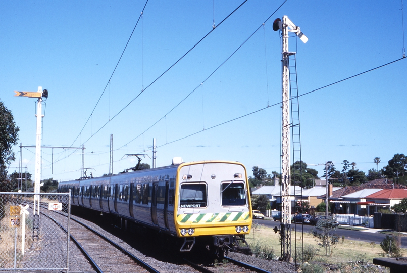 117177: Williamstown Beach Up Suburban 3-car Comeng