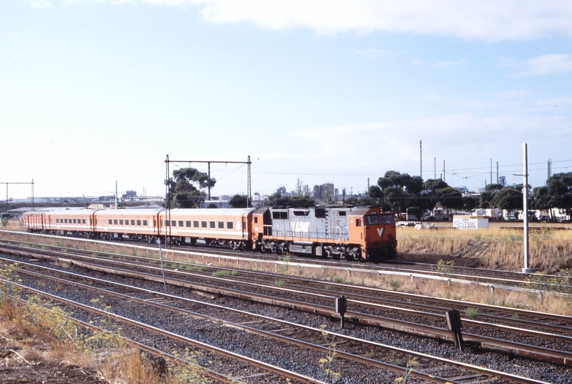 117180: Sunshine up side Opposite SG Loop 8013 Down Bendigo Passenger N 456