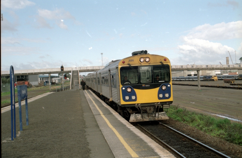 132800: Westfield Up Suburban via Orakei ADK 686 leading